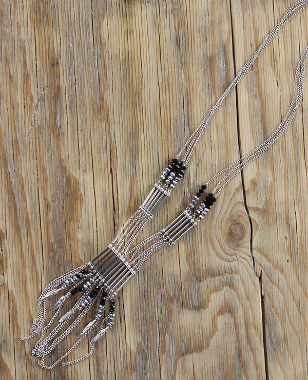sautoir Mérida 1 - Tienda Elena - perles de rocaille - gris et noir avec plumes argentées - bijou ethnique - bohème chic - indian spirit