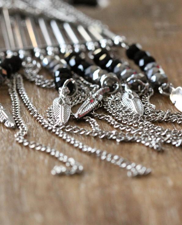sautoir Mérida 2 - Tienda Elena - perles de rocaille - gris et noir avec plumes argentées - bijou ethnique - bohème chic - indian spirit