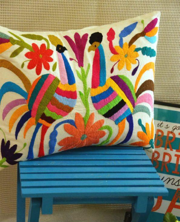 Housse oaxaca - Tienda Elena - 1 - Housse Otomi brodée - fait main - colorée - Hecho en Mexico - artisanat et créateurs mexicains - Mexique - décoration intérieure