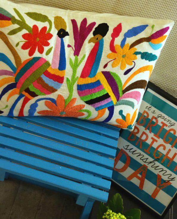 Housse oaxaca - Tienda Elena - 2 - Housse Otomi brodée - fait main - colorée - Hecho en Mexico - artisanat et créateurs mexicains - Mexique - décoration intérieure