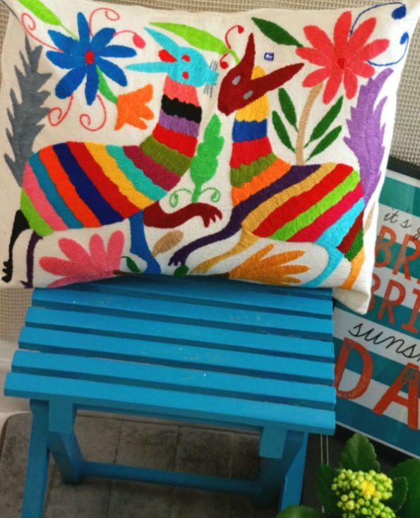 Housse xalapa - Tienda Elena - 2 - Housse Otomi brodée - fait main - colorée - Hecho en Mexico - artisanat et créateurs mexicains - Mexique - décoration intérieure