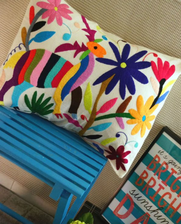 Housse zapopan - Tienda Elena - 1 - Housse Otomi brodée - fait main - colorée - Hecho en Mexico - artisanat et créateurs mexicains - Mexique - décoration intérieure