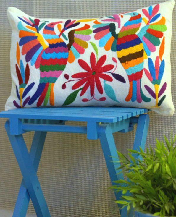 Housse taxco - Tienda Elena - 2 - Housse Otomi brodée - fait main - colorée - Hecho en Mexico - artisanat et créateurs mexicains - Mexique - décoration intérieure