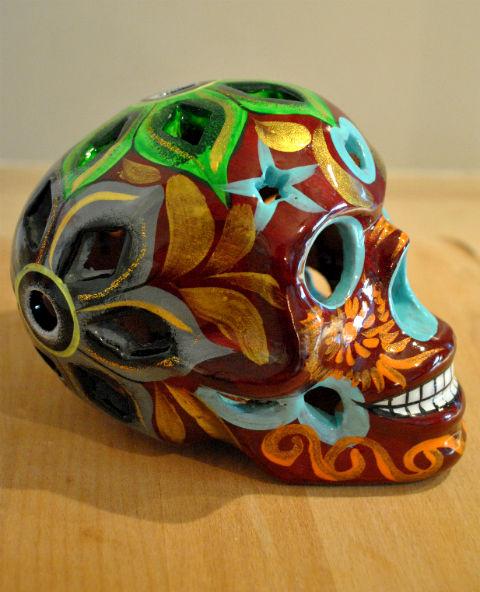 Tienda Elena - Calavera bordeaux yeux bleus - Décoration et artisanat mexicain - Fait main - hecho en Mexico - 2