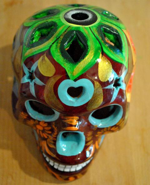 Tienda Elena - Calavera bordeaux yeux bleus - Décoration et artisanat mexicain - Fait main - hecho en Mexico