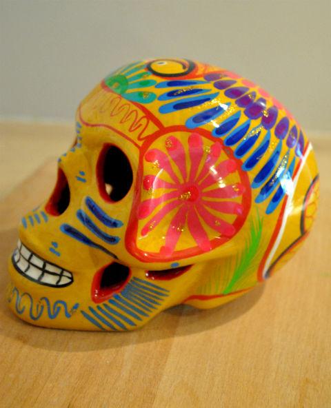 Tienda Elena - Crâne mexicain en céramique jaune - Calavera paon jaune - Décoration et artisanat mexicain - Fait main - hecho en Mexico - 1
