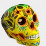 Tienda Elena - Déco du Mexique - Crâne mexicain en céramique jaune et vert - Calavera jaune - Décoration et artisanat mexicain - Fait main - hecho en Mexico - 1